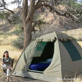 Entspannung am Zelt auf einer Campingsafari in Namibia