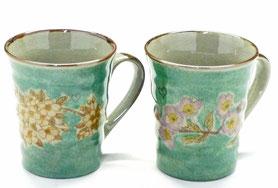 九谷焼通販 おしゃれなマグカップ マグ ペア セット しだれ桜&ソメイヨシノ緑塗り 裏絵 正面の図