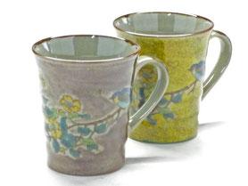 九谷焼通販 おしゃれなマグカップ マグ ペア セット 金糸梅に鳥 紫塗り&黄塗り 裏絵 正面の図