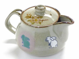 九谷焼通販 おしゃれな急須 茶器 ティーポット 大 左利き様用 白兎しだれ桜『裏絵』正面の図