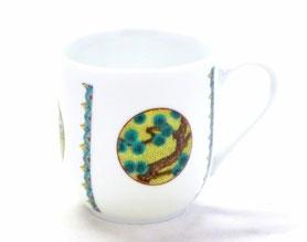 九谷焼通販 おしゃれなマグカップ マグ 磁器 丸紋 松竹梅 中裏絵 正面の図