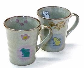 九谷焼通販 おしゃれなマグカップ マグ セット 白兎しだれ桜&ソメイヨシノ 裏絵 正面の図