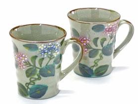 九谷焼通販 おしゃれなマグカップ マグ ペア セット がく紫陽花ピンク+ブルー&ピンク+ピンク 裏絵 正面の図