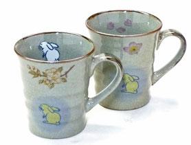 九谷焼通販 おしゃれなマグカップ マグ ペア セット 白兎しだれ桜&ソメイヨシノ 裏絵 正面の図
