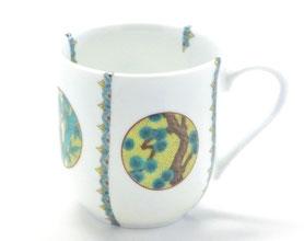 九谷焼通販 おしゃれなマグカップ 磁器 丸紋吉田屋松竹梅 小紋付 中裏絵 正面の図