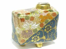 九谷焼通販 おしゃれな花瓶 一輪挿し 青粒 金花詰 正面の図