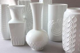 Porzellanvasen und Blumenvasen aus Keramik, meistens aus den letzten Jahrzehnten, Mid Century Fat Lava, Vintage, Retro, West German Pottery, überwiegend Deutsche Keramik und aus Europa, alles was das Sammlerherz begehrt