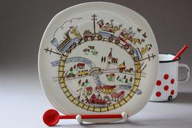 Teller und Tassen aus Porzellan und Keramik, überwiegend Second Hand