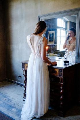 Zartes Hochzeitskleid für den Garten mit tiefen Rückenausschnitt