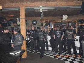 Einige Clubbrüder beim feiern