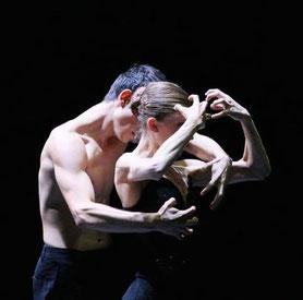 Black Swan, Choreography M. Goecke, Dancers Tess Voelker, Nikita Zdravkovic, Photographer: Svetlana Avvakum, Courtesy of Ballett Dortmund.