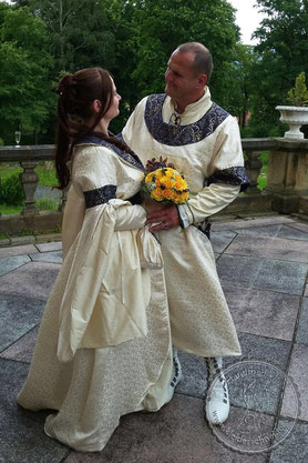 mittelalterliche Hochzeitsgewandungen