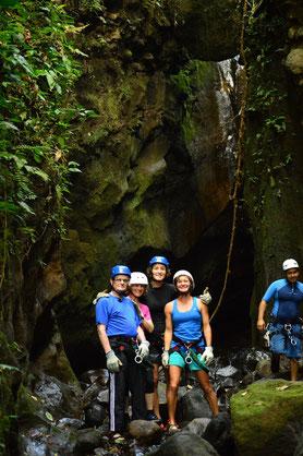 Descenso, salto al agua, canopy, caminata en el río
