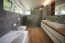 Fliesenlegerfachbetrieb Fliesenfachgeschäft Matthias Raisch - Stilvolles Bad in Stuttgart mit Valser Stein