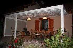 Garce au store latérale, vous complétez votre protection solaire de façon optimale. Le parfait équipement de votre terrasse.