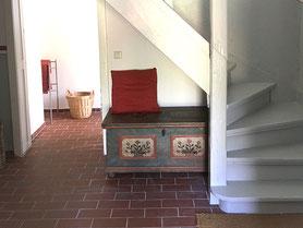 Ferienwohnung – Flur mit Treppe