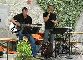 Mathias Scheu (Gitarre) und Steven Morrys (Gesang)