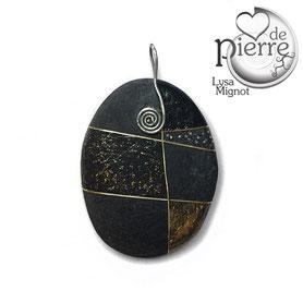 décor or et cuivre - paillettes et cheveux d'ange doré - galet noir partiellement vernis satiné - attache acier 0.7 mm
