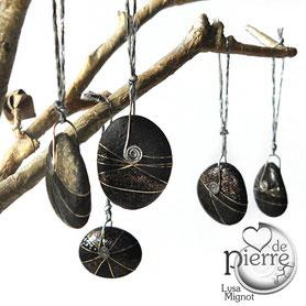 8 galets décoratifs à suspendre - double face - cheveu d'ange - vernis pailleté - galets du Salat noirs partiellement vernis - attaches laiton - taille de 20 à 25 mm
