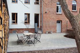 Sanierung, Holzfenster, Balkon, Klinkerfassade, Garten