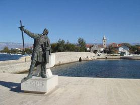 MAG Lifestyle Magazin Kroatien Dalmatien Urlaub Reisen Adria Nin Altstadt älteste Städte Mittelmeer