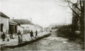 Planty, la mare communale devant l'église 1915/16