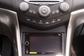 eingebauter 2-DIN-Moniceiver von Sony im Honda Accord 7. Generation