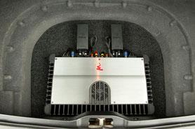 Focal FPS-Verstärker in der Reserveradmulde vom Maserati