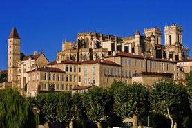Visiter Auch capitale de la Gascogne dans le Gers, en Occitanie, à 25 minutes de Lassenat éco-maison d'Hôtes en Gascogne, chambre d'Hôtes de charme, table d'hôtes gourmande, bio et locavore, destination campagne, écotourisme et slowtourisme.