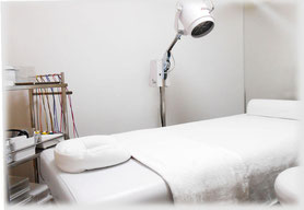 KAZ治療院 | はり・灸・あん摩・マッサージ・指圧の施術ベッド