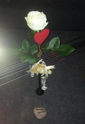 Hochzeitsantrag romantisch Antrag Heiratsantrag weiße Rose