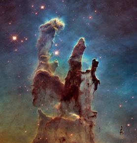 Ausschnitt eines Sternentstehungsgebiets im Adlernebel M 16 (NASA, ESA/ Hubble and the Hubble Heritage Team)