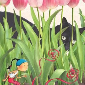 Chat noir caché derrière les tulipes, guette Timeliot