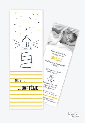 faire part baptême garçon tendance et pas cher-Phare marin-breatagne-botte de pluie-rayures jaune-couleur bleu et jaune -format marque page