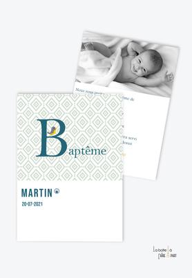 faire part baptême garçon tendance et pas cher-animal-animaux-oiseau-monogramme petit oiseau-lettre-motif retro-motif vert et blanc