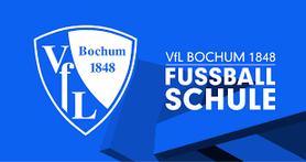 Bild rechts: Der Leiter der Fußballschule des VfL Bochum, Jürgen Holletzek und Dariusz Wosz zu Besuch bei RWE. Der Vorstand, Jugendtrainer und Nachwuchsspieler freuen sich schon auf das Vereinscamp in den Sommerferien 2017.
