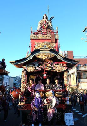 """宮本町には、""""おかめ""""と""""ヒョットコ""""の舞の奉納があります。"""