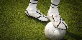 Los pies en calzado deportivo