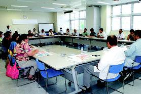 石垣市移住・定住支援協議会の第2回会合が開かれた=10月31日午後、市健康福祉センター