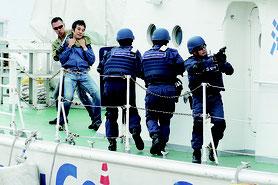 石垣港保安対策総合訓練が実施された=24日午後、石垣港
