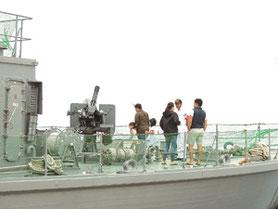 一般公開した掃海艇「ししじま」=22日午後、祖納港