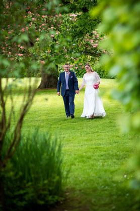 Hochzeitspaar auf Gut-Basthorst bei Hamburg - Hochzeitsfotografie von FOTOFECHNER