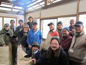 本格的な窯を作り、竹炭生産に挑戦しています