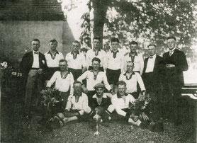Mannschaftsfoto auf dem Gemeindeholz/Festplatz