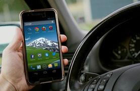 Verkehrsrecht Gerichtsurteil zu Handy am Lenkrad