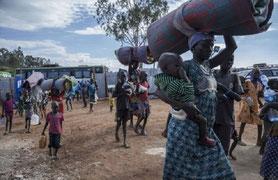 Después de tres días caminando, refugiados sursudaneses llegan al campamento de Gure Shembola, recién construido, en Ethiopia. Crédito: Diana Dia/UNHCR.
