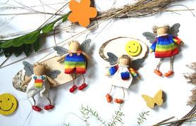Drei Schutzengel im Ballerina Look vor rosa Hortensien.