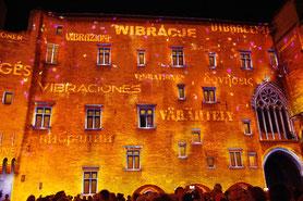 ein Ton- und Lichtshow; der die Palasts Geschichte erzählt