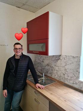 Robert Drews in der neuen Teeküche des SPD Büros