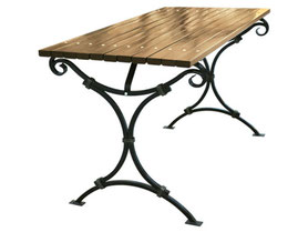 Кованый стол обшитый деревом